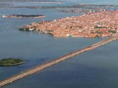 Dividere Venezia in due comuni, sei d'accordo