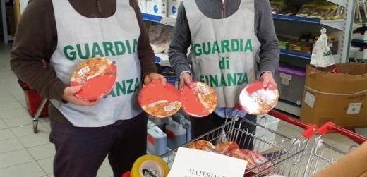 La Guardia di Finanza sequestra prodotti alimentari in un supermercato del portogruarese