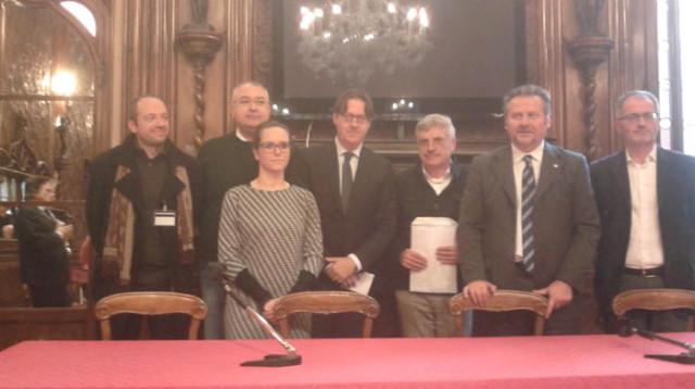 Da Chioggia a Venezia in barcone per una legge regionale su nuova ferrovia