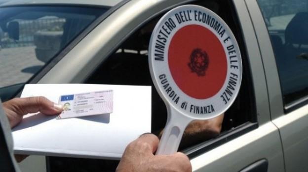Guidare senza patente non sarà più reato