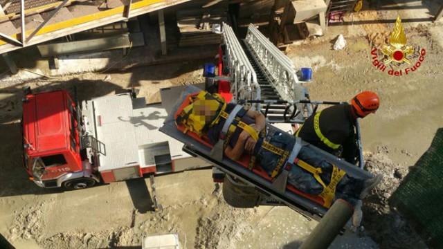 Porto Marghera, soccorso operaio edile a 15 metri di altezza presso i Grandi Molini Italiani