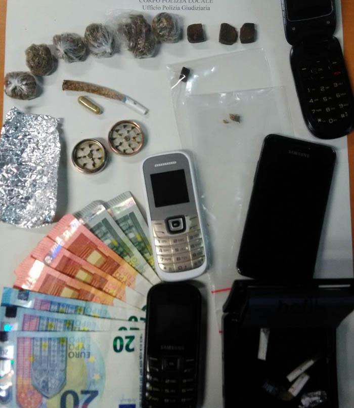 Fermato bengalese e scoperto un piccolo market della droga for Piccolo piano di pagamento della casa