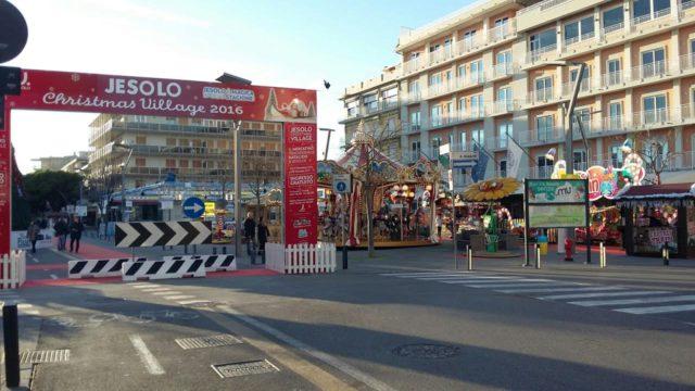 Mercatino di natale di jesolo rinforzata la sicurezza all - Mercatino di natale piazza mazzini roma ...