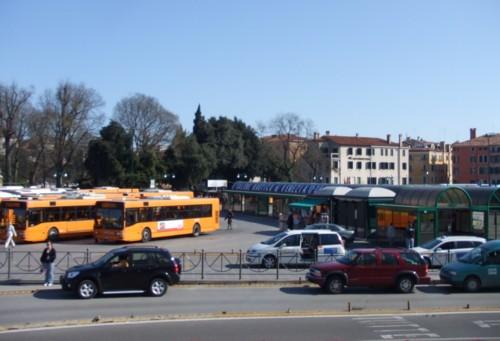 autobus piazzale roma furto