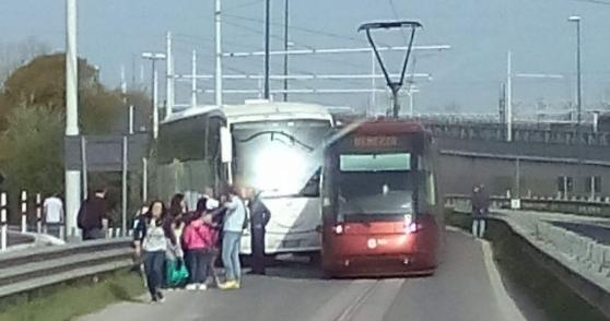 Incidente tra autobus e tram