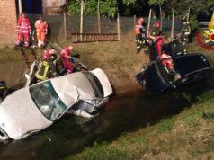 Auto finiscono nel fossato dopo lo scontro