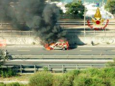Auto prende fuoco a Porto Marghera