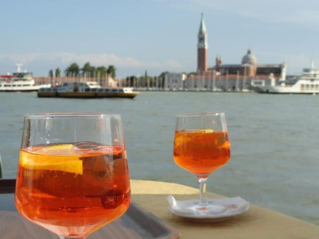 Lo Spritz: la fantastica storia della bevanda veneta