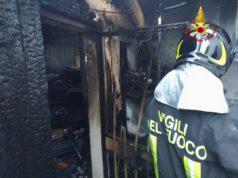Magazzino distrutto dalle fiamme