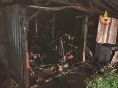 Ricovero mezzi agricoli completamente distrutto dalle fiamme