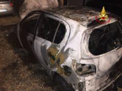 Auto in fiamme a Chirignago