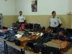 Migliaia di articoli contraffatti sequestrati a Venezia e sul litorale