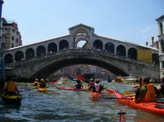 Stop a kayak e pedalò in Canal Grande: nuove regole dal 1° agosto