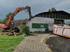 Al via i lavori di demolizione della fatiscente piscina di Favaro