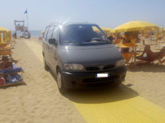In vacanza a Jesolo, è colta da malore in acqua: morto un turista