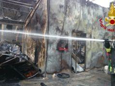Incendio a Scorzè bruciato un capannone per la lavorazione del tabacco