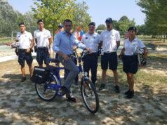 La polizia locale sale in bicicletta