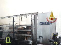 Portogruaro, rimorchio in fiamme in autostrada