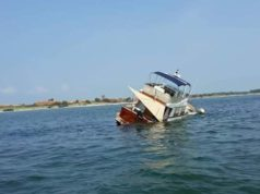Rimossa la barca incagliata nei pressi del litorale di Pellestrina