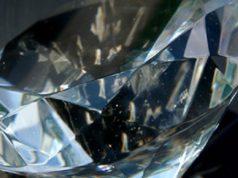 Diamanti anziché i risparmi: utente furiosa