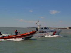 Imbarcazione in avaria: 8 persone tratte in salvo