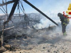 Incendio nel campo profughi di Cona