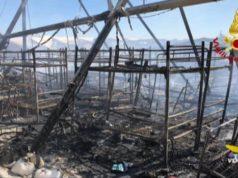 Indagini dopo l'incendio nel centro profughi di Conetta