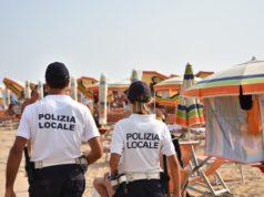 Abusivismo in spiaggia a Bibione: il bilancio della polizia locale
