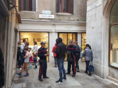 Arrestata in Frezzaria una giovane borseggiatrice