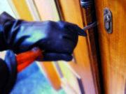 Marocchino sorpreso mentre commette un furto in appartamento