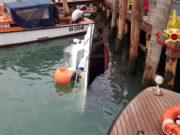 Affonda una barca nel canale Scomenzera