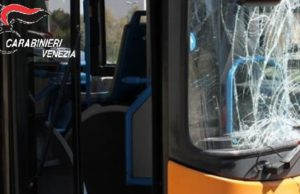 Scorzè: vandali distruggono autobus Actv, denunciati