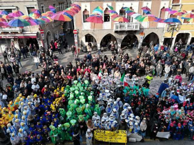 Carnevale a Chioggia gran sfilata delle scuole