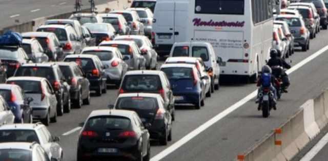 Esodo di Pasqua: 25 aprile e 1 maggio traffico intenso in A4