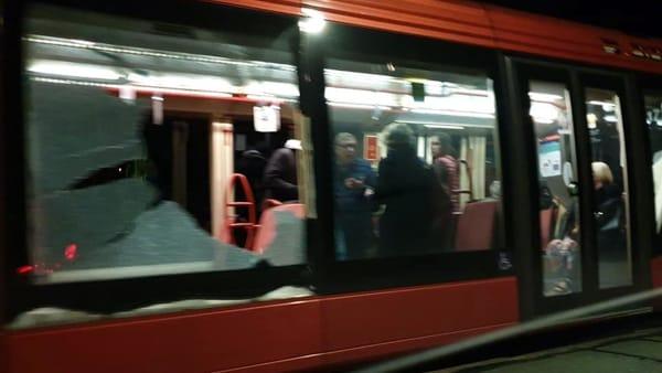 Ancora sassi contro il tram in viale San Marco