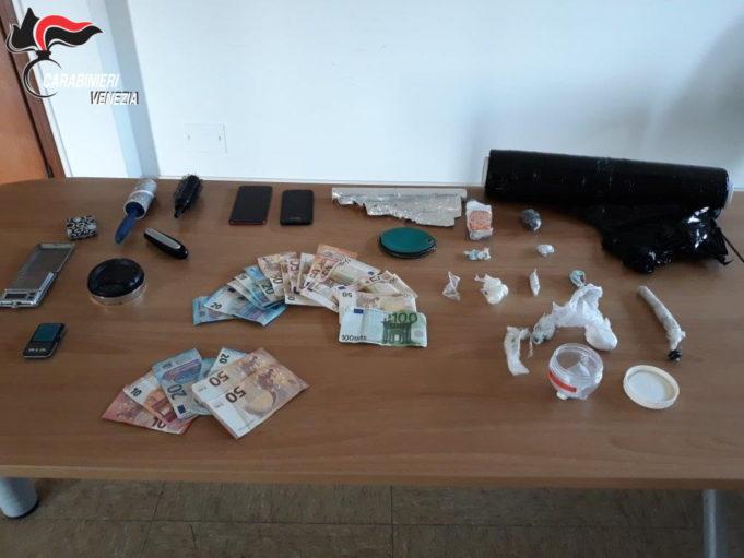 Trovati con ecstasy e cocaina: arrestati due fidanzati friulani