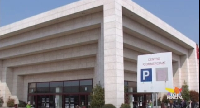 Auchan Tavoli Da Giardino.Auchan 100 Esuberi Il Comune Si Mobilita Per La Bomba Sociale